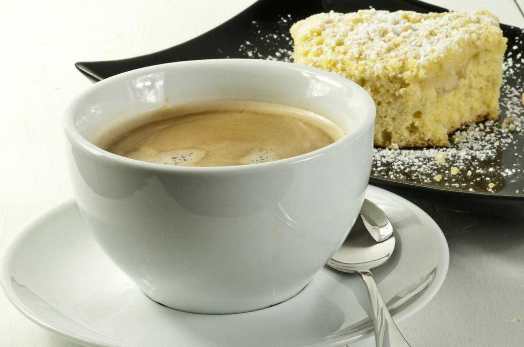 Bild: Trauercafé mit Kaffee und Kuchen